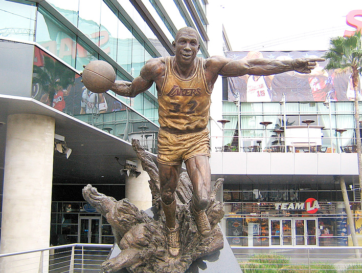 29 basketball statues 08